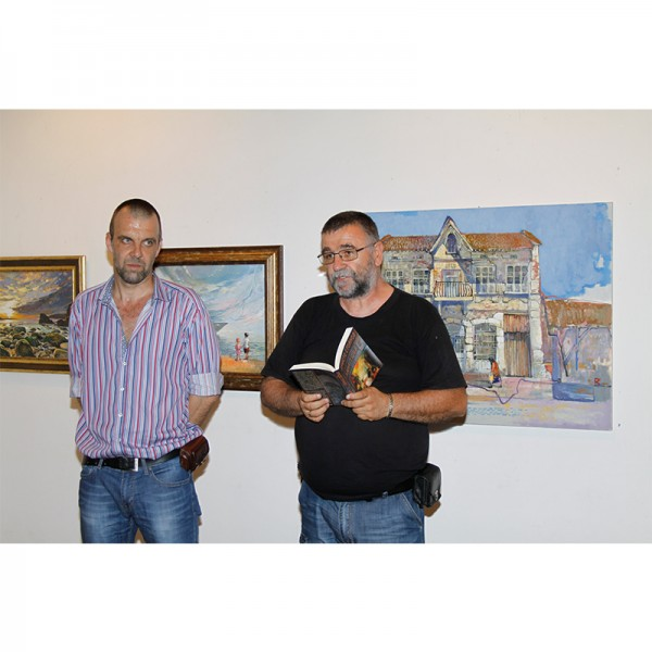Изложбата на доцент Иван Узунов продължава